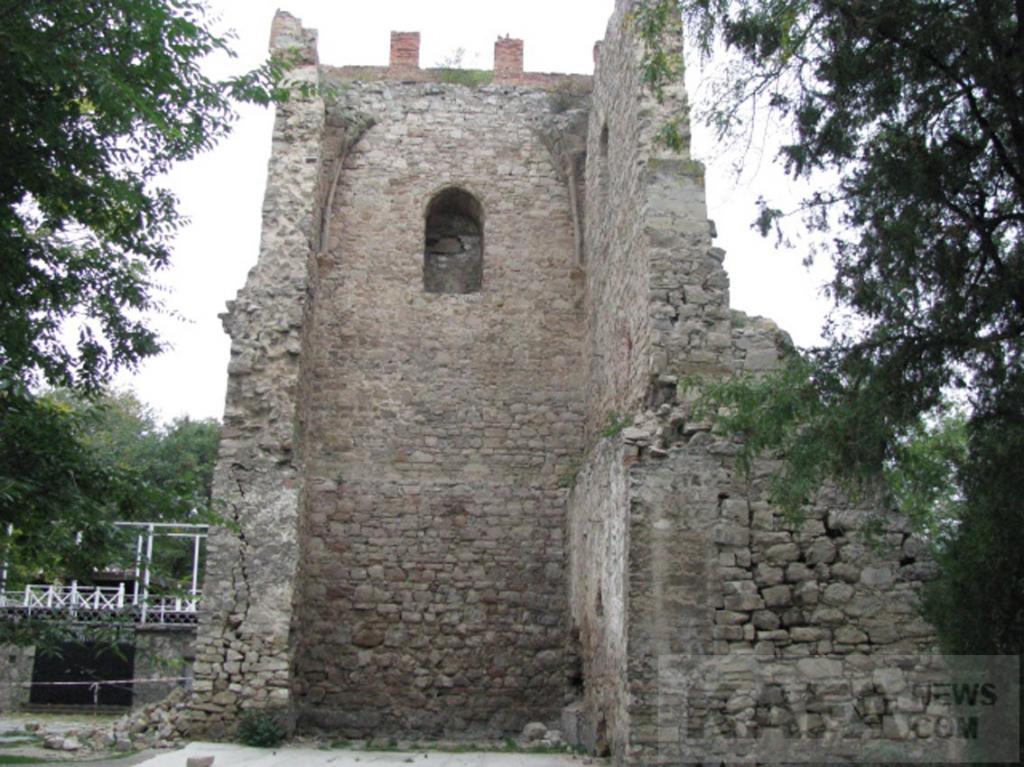 Фото новости - Башню Константина отреставрируют не раньше, чем через год