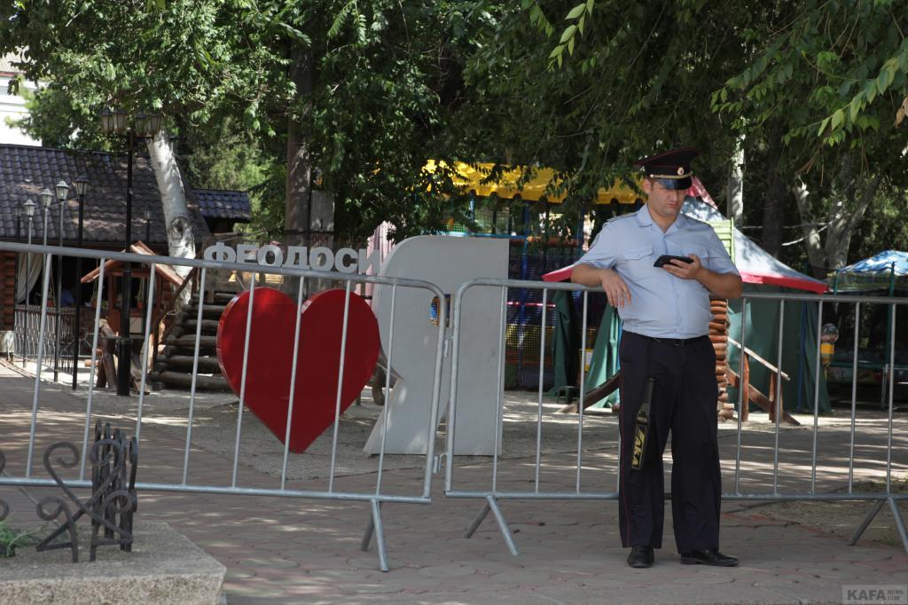 Фото новости - День города, 29 июля, - середина дня: ветер, много полиции, мало людей(фоторепортаж)