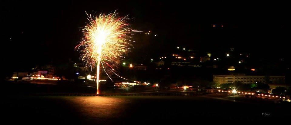 Фото новости - День Победы в Коктебеле украсили праздничным фейерверком (видео)