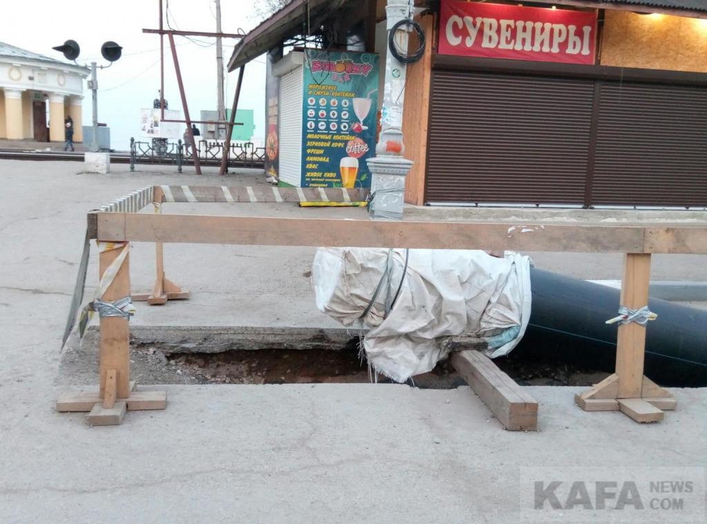 Фото новости - До лета завершат работы по прокладке коллектора в Феодосии(фоторепортаж)