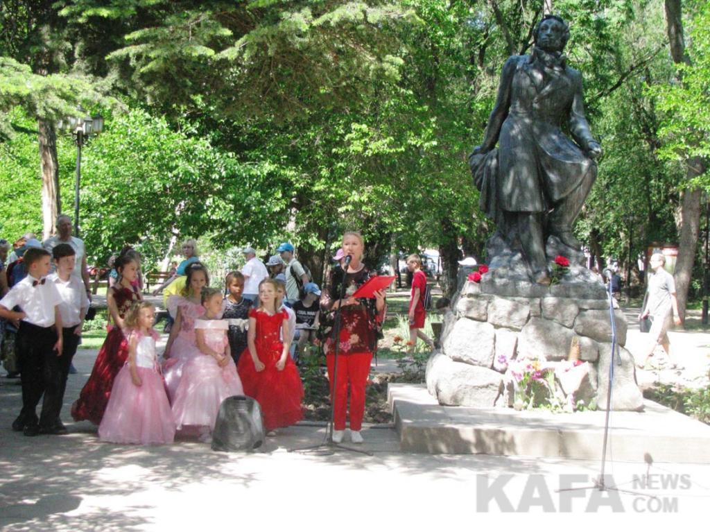 Фото новости - Феодосия отметила день рождения Пушкина (видео)(фоторепортаж)