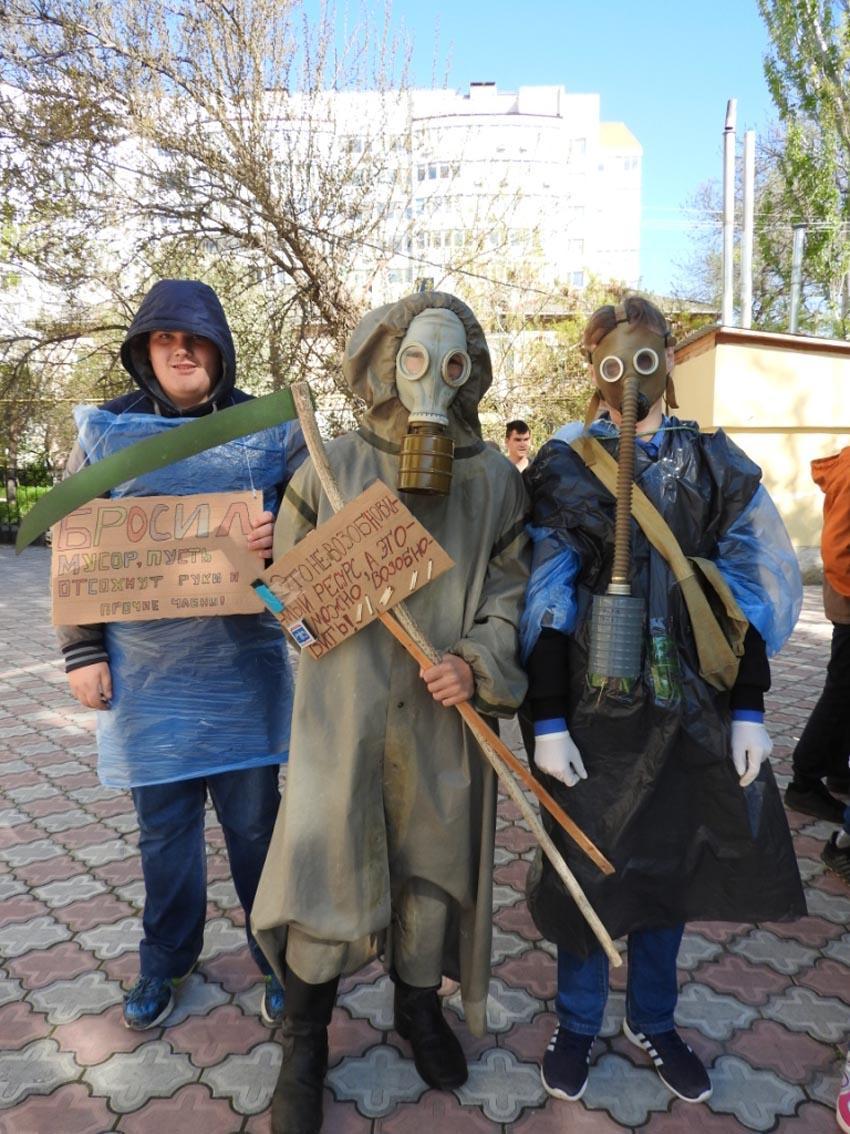Фото новости - Феодосийские студенты вышли на экологическую акцию(фоторепортаж)