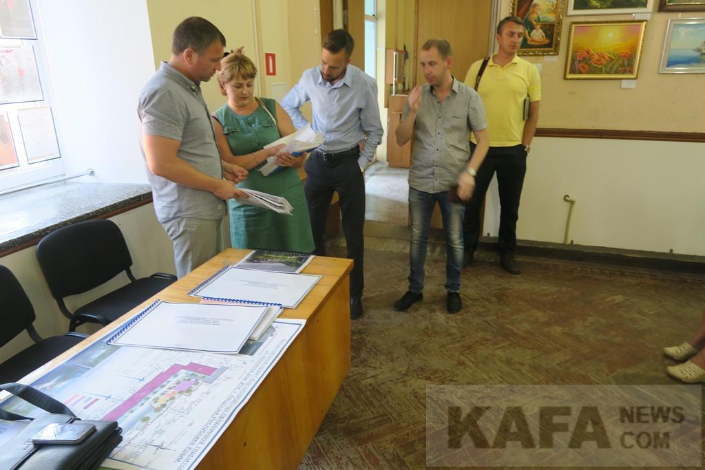 Фото новости - Феодосийцам представили проекты благоустройства городской среды(фоторепортаж)