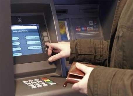 Снятие наличных в банкомате может стать сложной процедурой