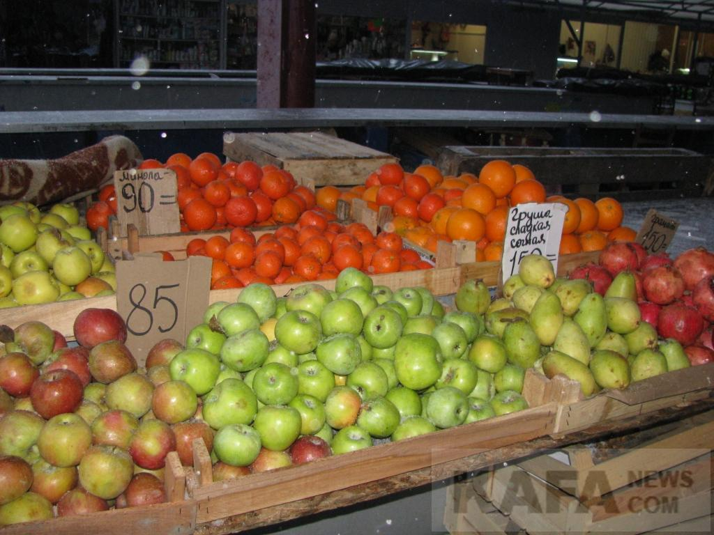 Фото новости - Из-за холодов на рынке почти исчезли овощи и фрукты(фоторепортаж)