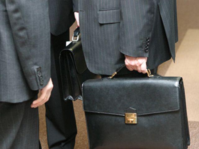 Чиновники из-за недвижимости за границей лишились должностей