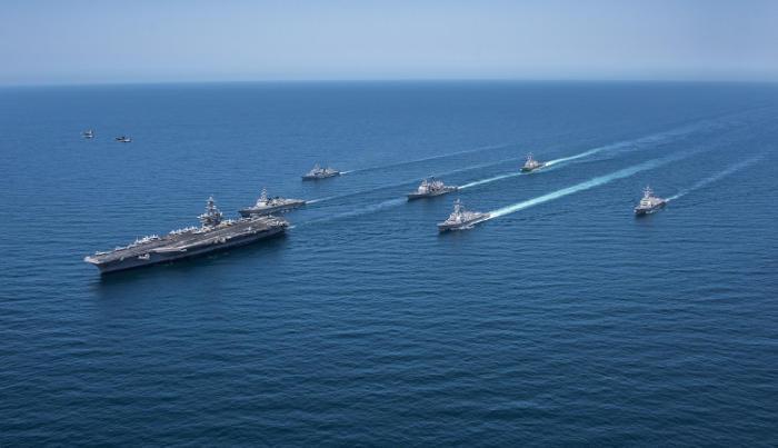 США для сдерживания КНДР отправили третий авианосец вТихий океан