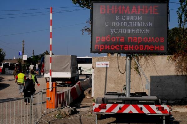 Переправа вКрым вновь остановила работу из-за тумана