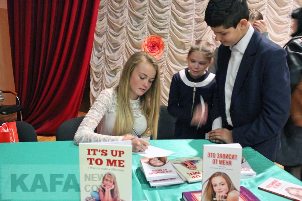 Фото новости - Меган Вернер из Южной Африки представила в Коктебеле свою книгу(фоторепортаж)