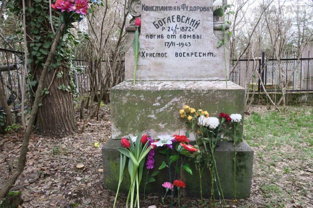 Фото новости - На старом кладбище почтили память великого Богаевского(фоторепортаж)