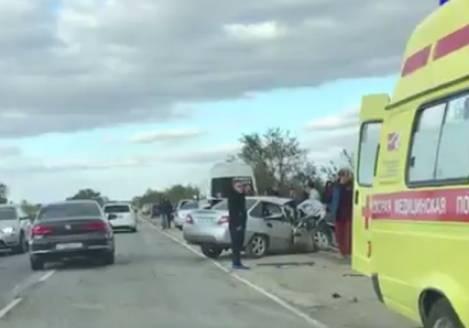 Трагическое ДТП вКрыму: умер один человек, среди пострадавших— дети