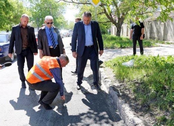 Аксенов поручил главе Минтранса Крыма выяснить, куда потрачены 1,9 млрд руб.