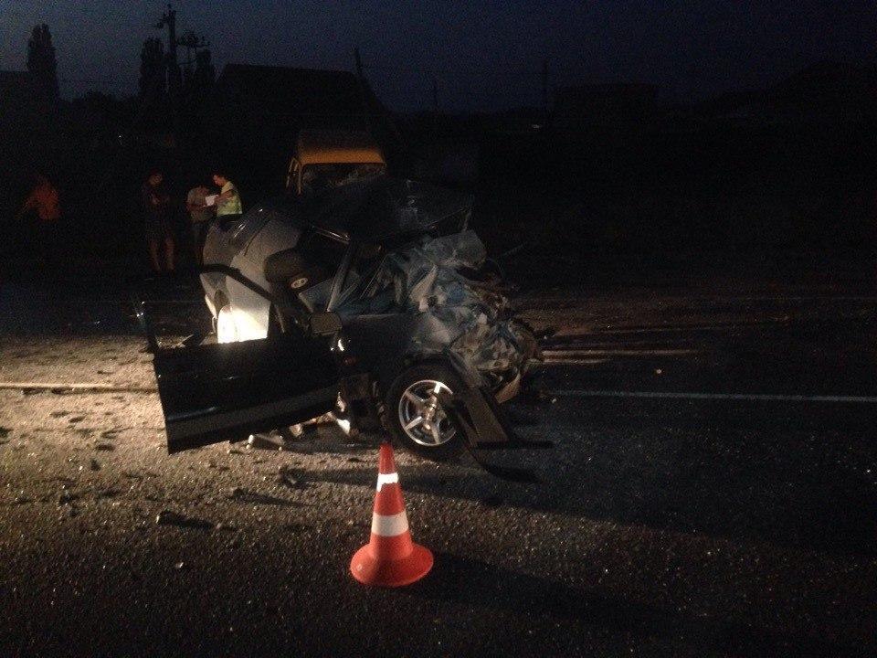 ВКрыму шофёр ВАЗа умер влобовой трагедии смикроавтобусом