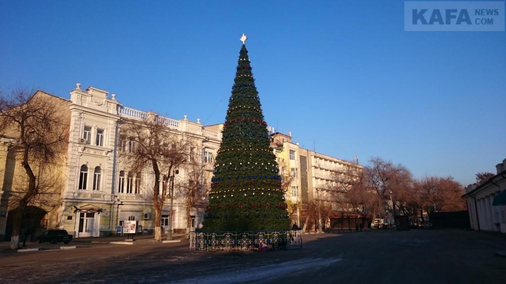 Фото новости - В Феодосии Новогоднюю ёлку установят до 19 декабря