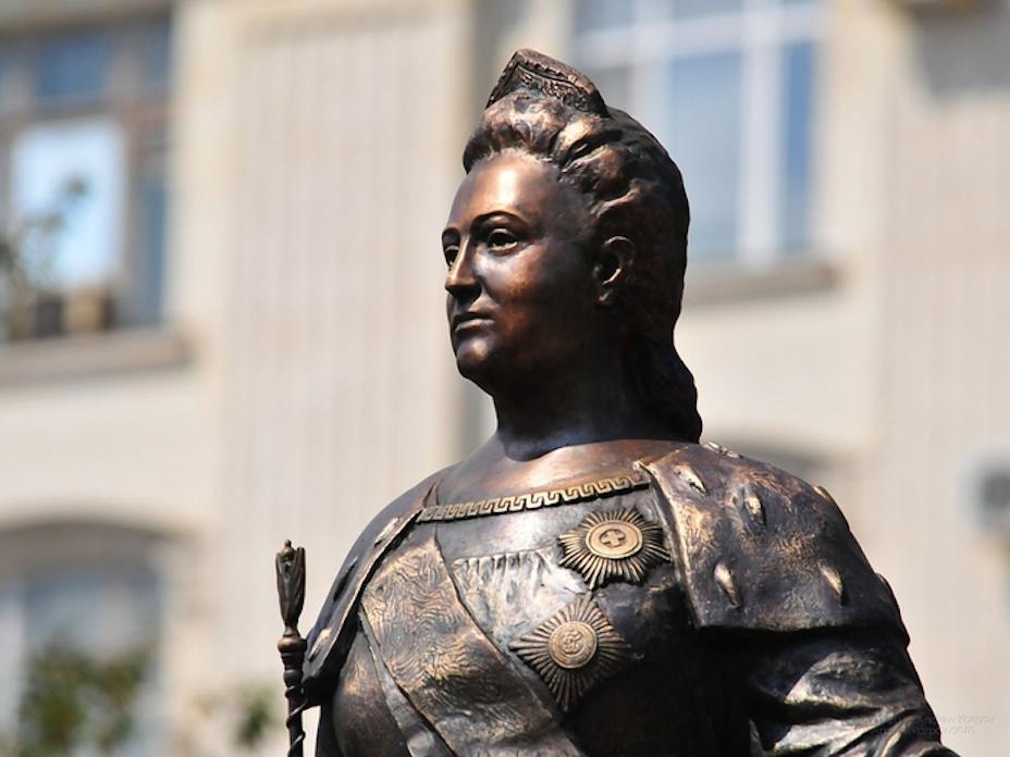 Памятник ЕкатеринеII доставили встолицу Крыма