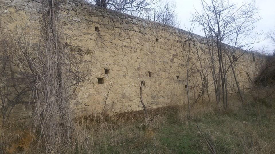 Фото новости - Под Феодосией обнаружили кладку эпохи генуэзского замка Калиера