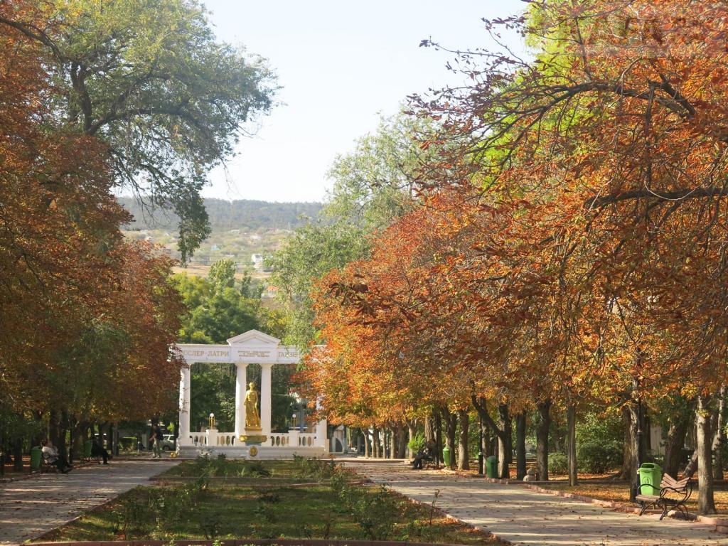 Фото новости - Прогулка по Феодосии теплым октябрьским днём(фоторепортаж)