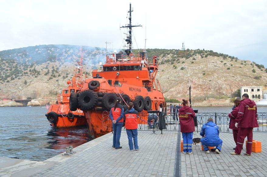 ВКрыму врайон пропавших новороссийцев опустили глубоководную аппаратуру