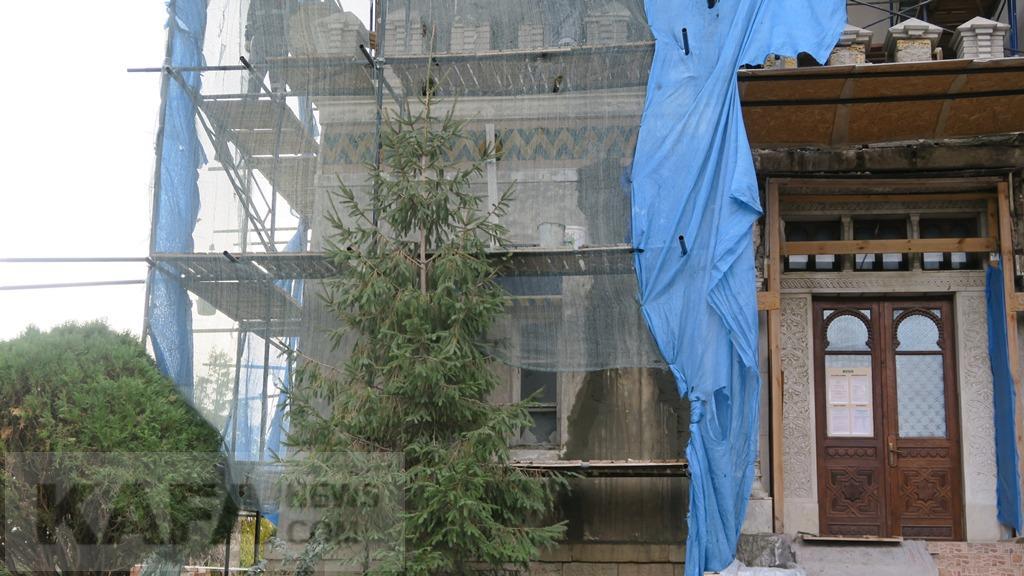 Фото новости - Реставрация фасада Дачи Стамболи идет к завершению(фоторепортаж)