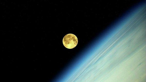 На луну с пересадкой
