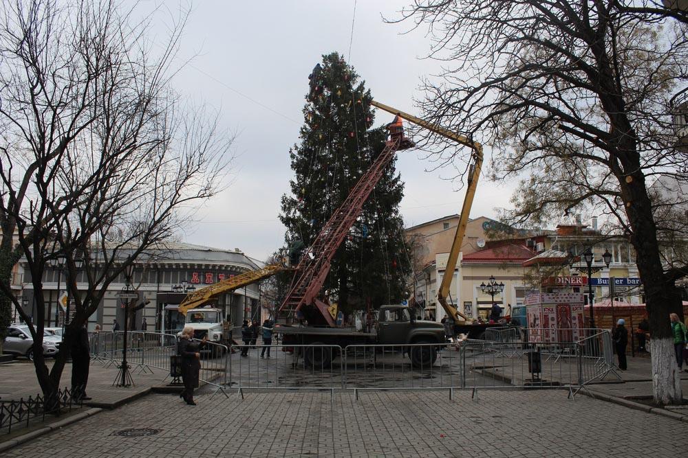 Дедушка Мороз зажжет огни навологодской елке вСимферополе