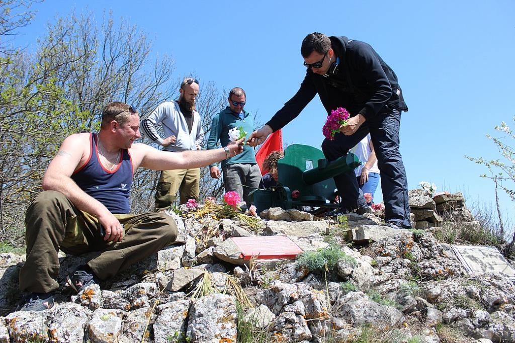 Фото новости - Состоялся традиционный поход к высоте «Феодосийская»(фоторепортаж)