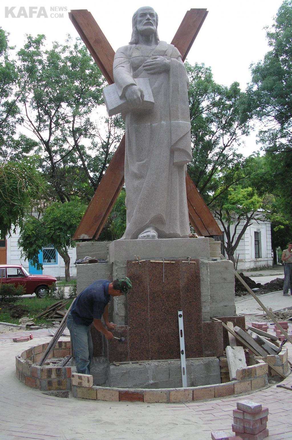 Памятники феодосия в 2018 памятники из мрамора и гранита цены акции