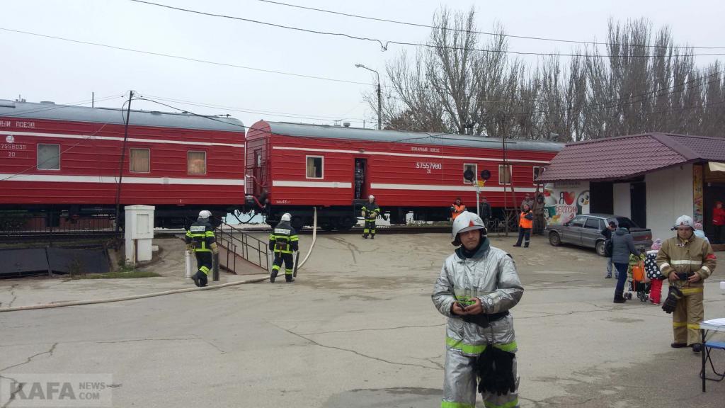 Фото новости - Спасатели продолжают учения на феодосийских улицах(фоторепортаж)