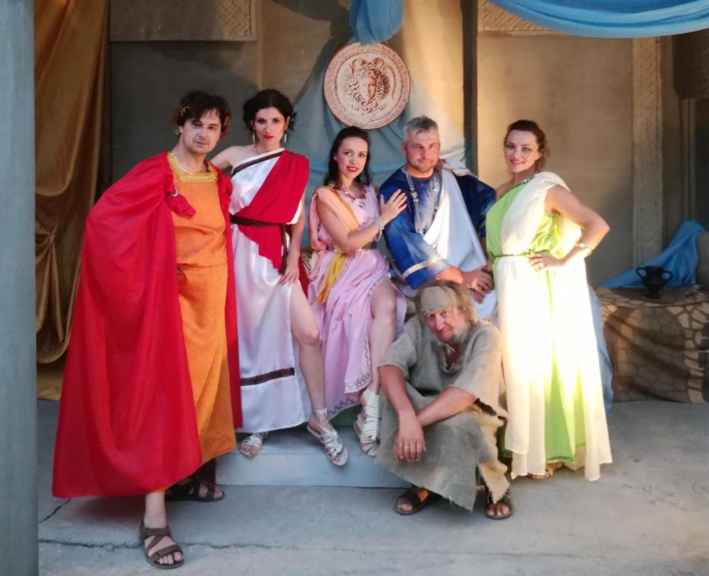 Фото новости - Театр «Парадокс» приглашает жителей и гостей Феодосии на «Античные истории»