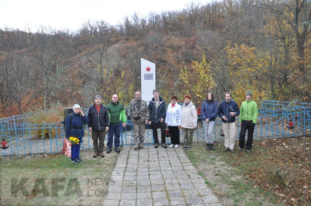 Фото новости - Турклуб «Карадаг» установил памятник погибшим партизанам(фоторепортаж)