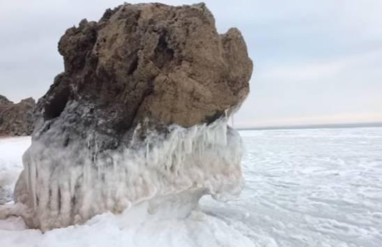 Упобережья Крыма Азовское море практически на100% покрылось льдом