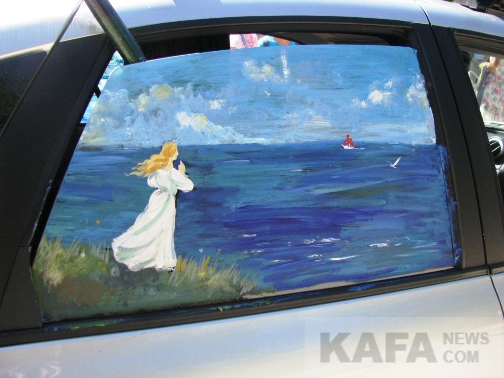 Фото новости - В День ВМФ в Феодосии состоялся конкурс рисунков на автомобилях(фоторепортаж)