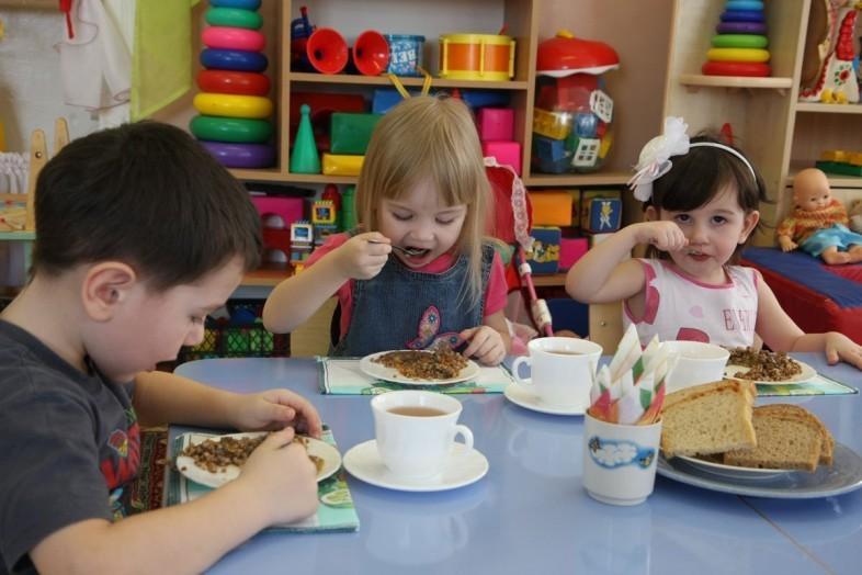 В43 детских садах Крыма детей кормили поддельной молочной продукцией