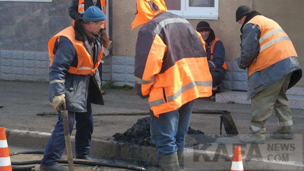 Фото - В Феодосии чистят ливневую канализацию