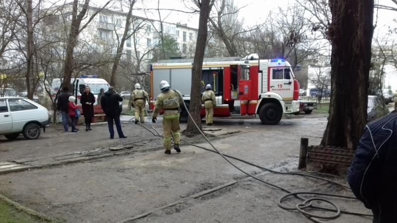 Фото новости - В Феодосии горела пятиэтажка