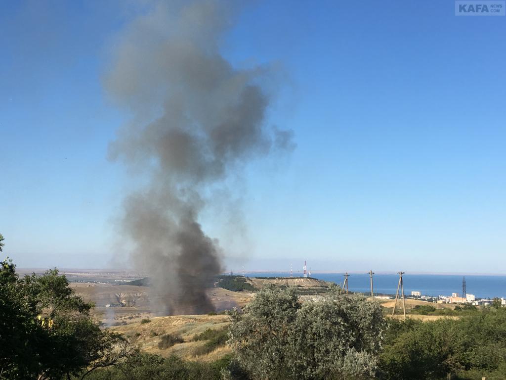 Фото новости - В Феодосии горит городская свалка