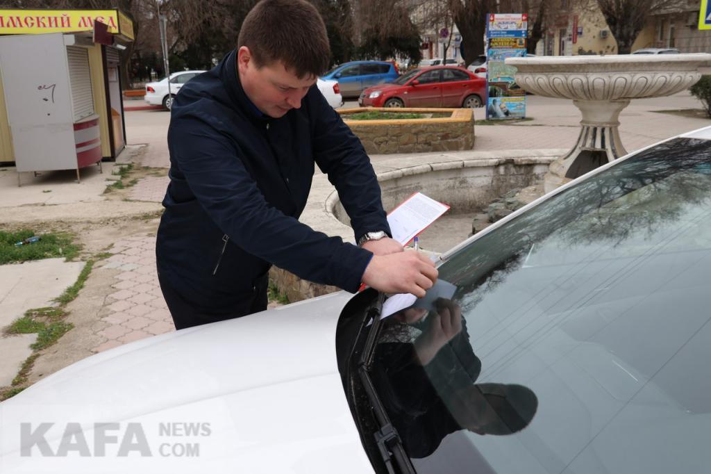 Фото новости - В Феодосии хотят ограничить проезд по набережной и бороться с парковкой на тротуарах