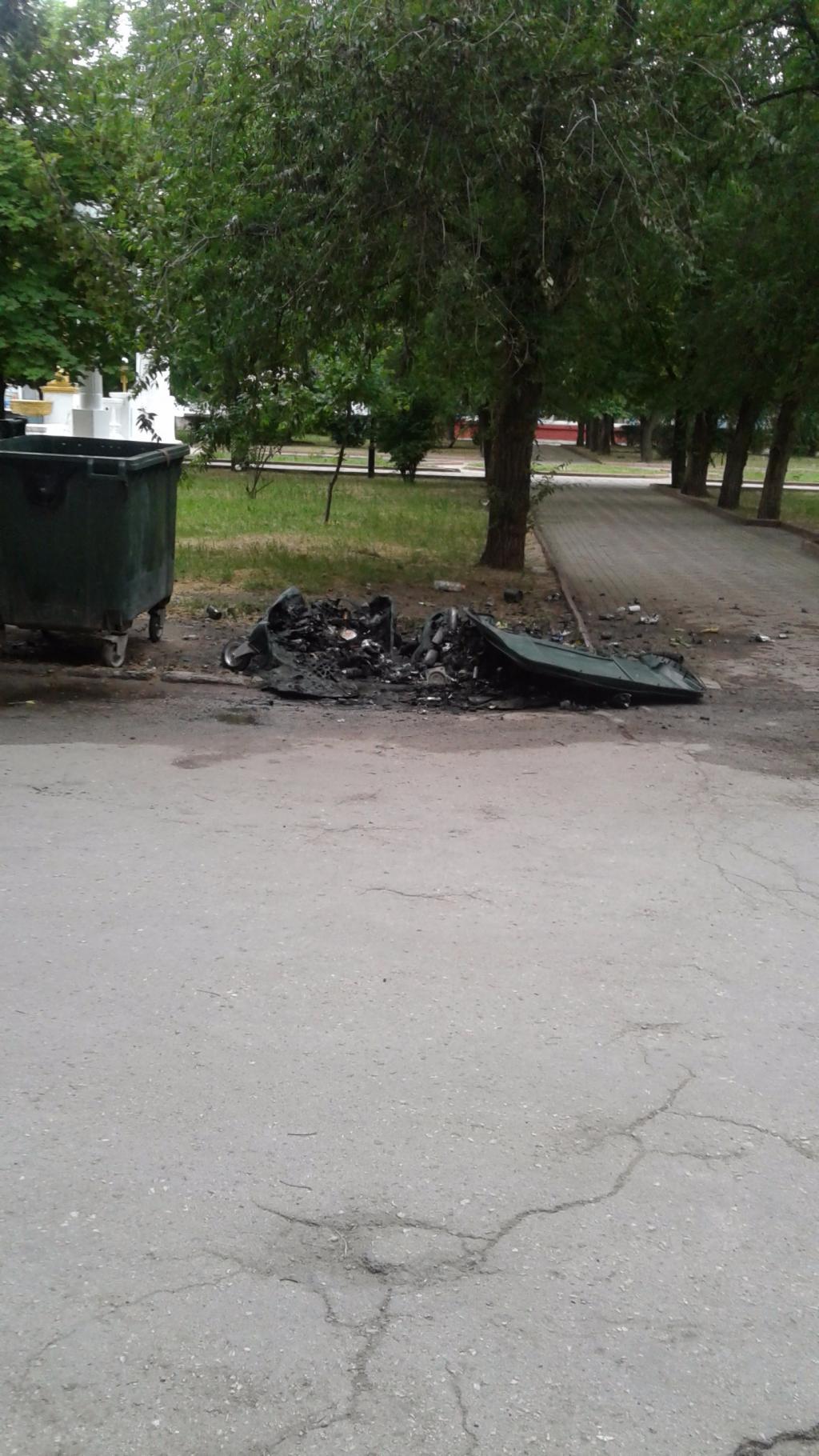 В Феодосии хулиганы жгут мусорные контейнеры
