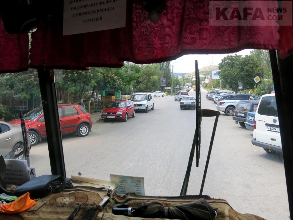Фото новости - В Феодосии на работу общественного транспорта жаловаться стали меньше