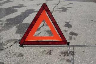 Фото новости - В Феодосии на выезде с заправки столкнулись Лексус и ВАЗ, пострадал водитель