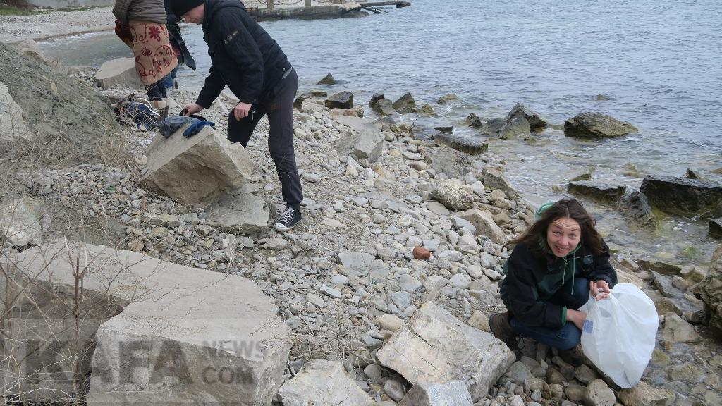 Фото - В Феодосии неравнодушные горожане провели субботник