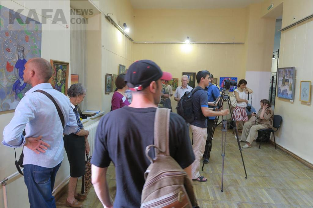 Фото новости - В Феодосии открылась экспозиция картин мастеров Татарстана(фоторепортаж)