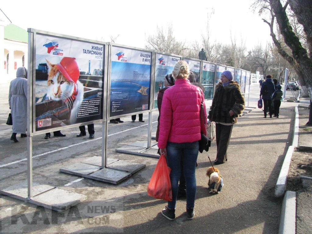 Фото новости - В Феодосии открылась выставка про строительство Крымского моста(фоторепортаж)