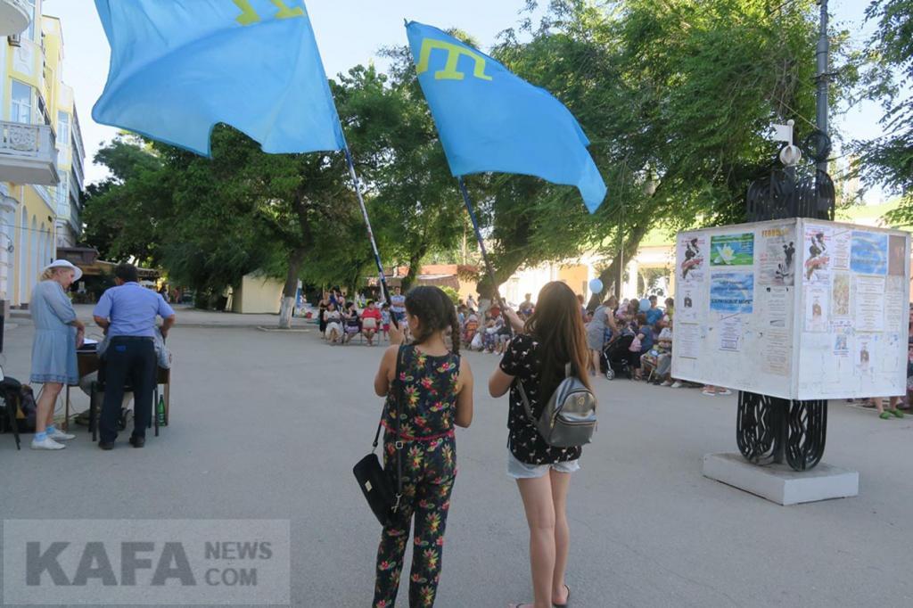 Фото новости - В Феодосии отметили День крымскотатарского флага и Ураза-Байрам(фоторепортаж)