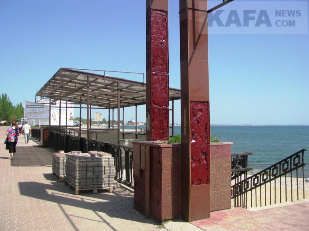 Фото новости - В Феодосии пляж «Камешки» отдали частной фирме на семь лет