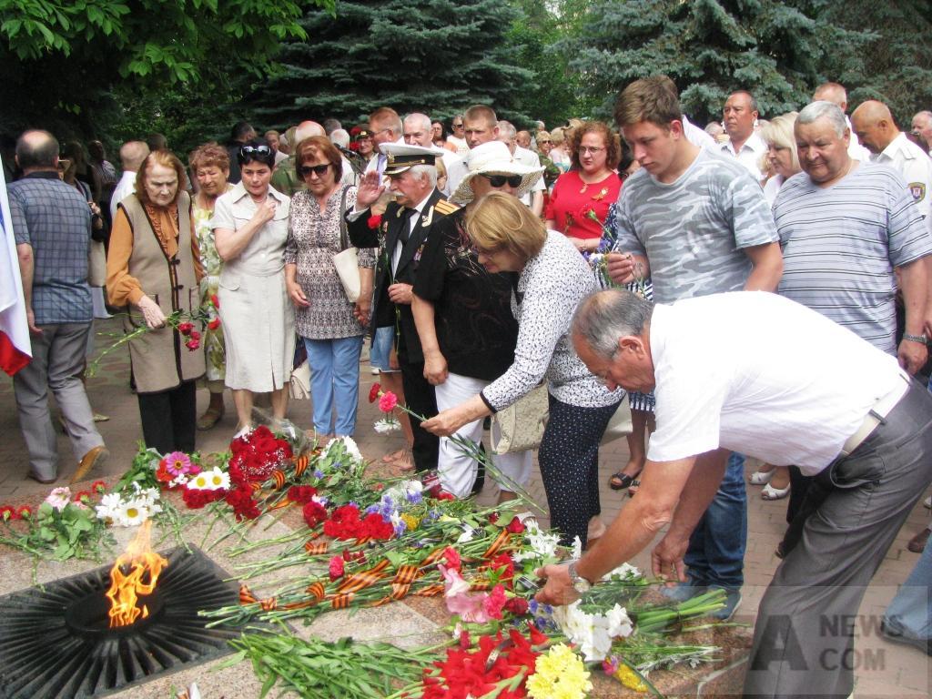Фото новости - В Феодосии почтили память советских воинов(фоторепортаж)