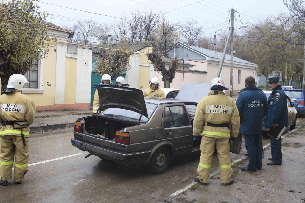 Фото новости - В Феодосии пожарно-спасательный отряд проводит учения(фоторепортаж)
