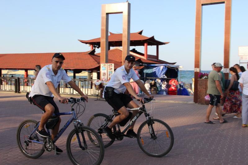 Фото новости - В Феодосии появился полицейский велопатруль(фоторепортаж)