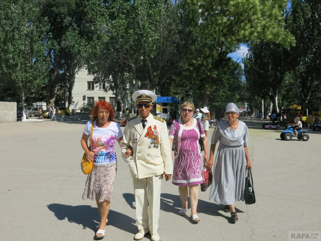 Фото новости - В Феодосии празднуют День ВМФ(фоторепортаж)