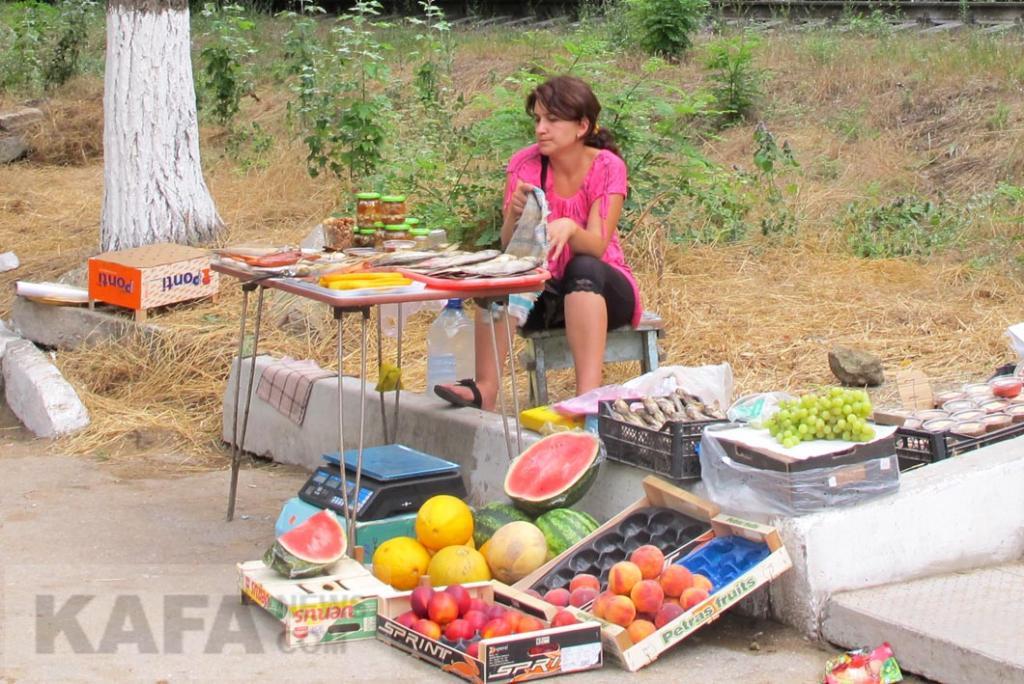 Фото новости - В Феодосии продолжают борьбу со стихийной торговлей